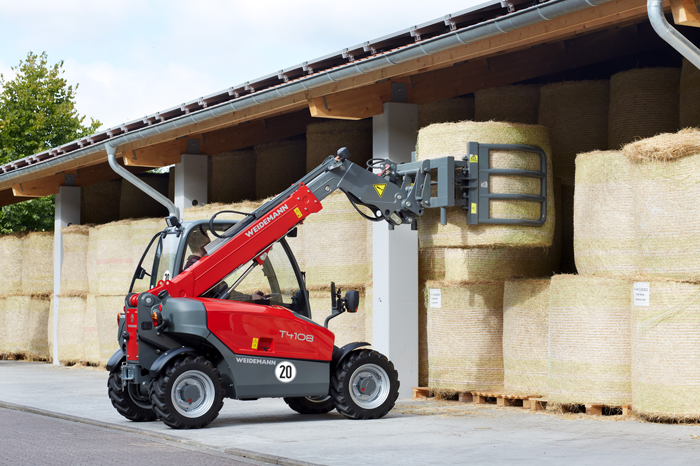 Weidemann telehandler T4108 with round bale fork application