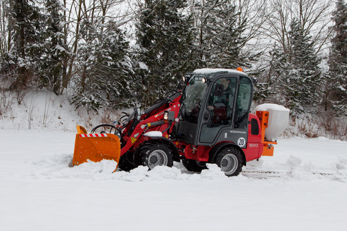 Weidemann Hoftrac 1280 application with V snow plough