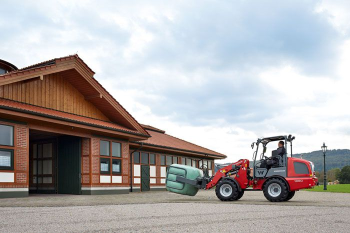 Weidemann Hoftrac 1880 with round bale gripper application 1