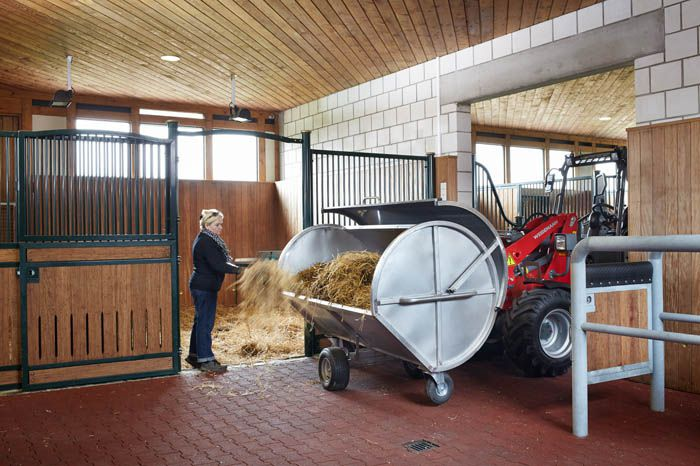 Weidemann Hoftrac 1880 with stable helper application 1