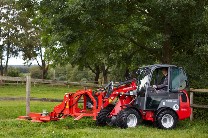 Weidemann Hoftrac 1280 application with fence mower